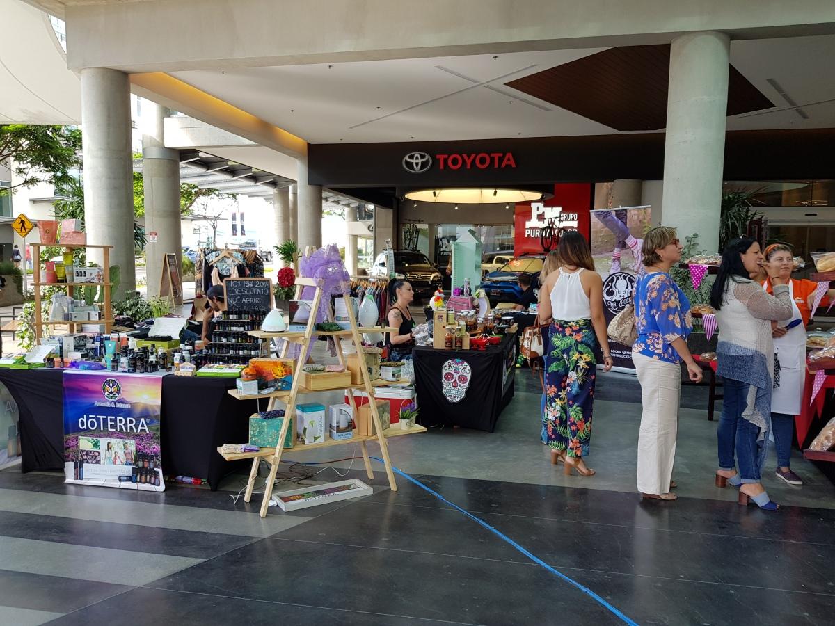 Feria en AvenidaEscazú